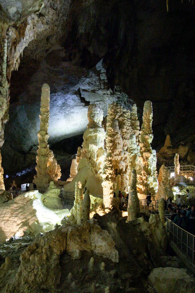 I giganti - stalagmiti più grandi delle grotte di Frasassi