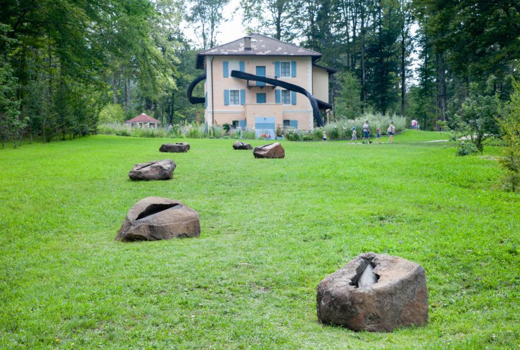 I semi della pace di Pinuccio Sciola ad Arte Sella - Villa Strobele
