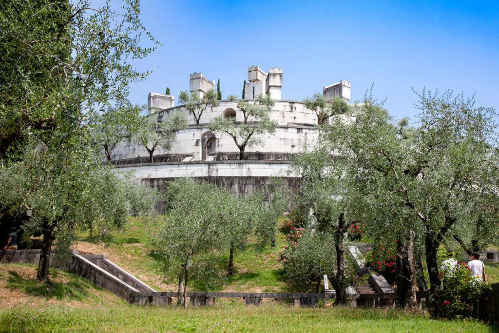 Il Mausoleo di Gabriele d'Annunzio nel Vittoriale degli Italiani