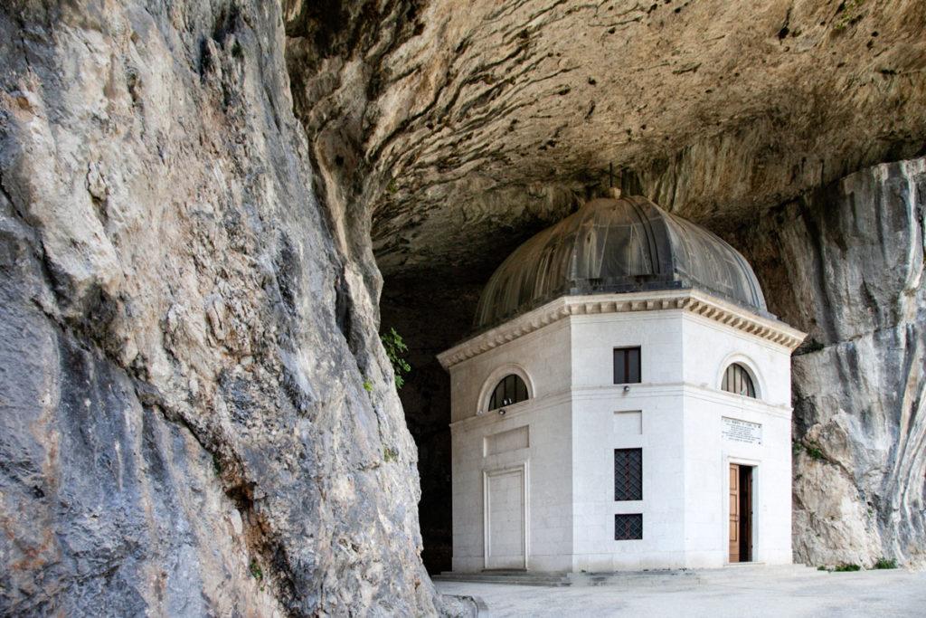 Il Tempio del Valadier - Incastrato nella Roccia