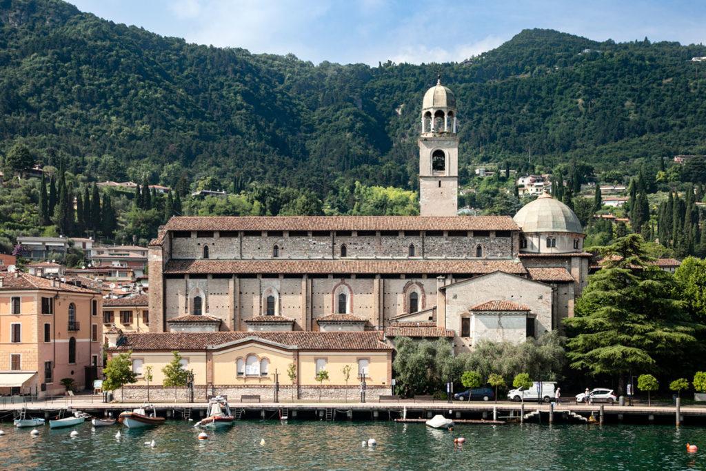 Il duomo di Salò visto dal Lago di Garda