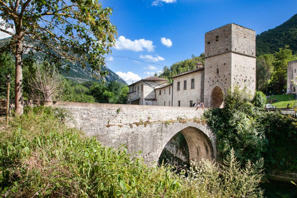 Il ponte romano di San Vittore - Cosa Vedere nei dintorno di Frasassi