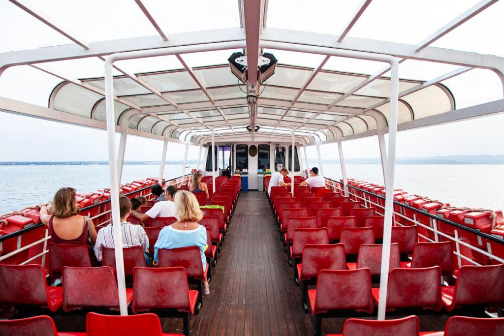 Il traghetto con cui navighiamo sul lago di Garda