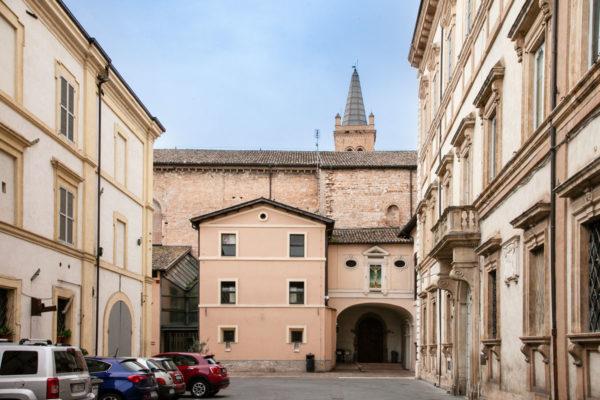 Ingresso ad Oratorio del Crocifisso - Piccola cappella Sistina di Foligno