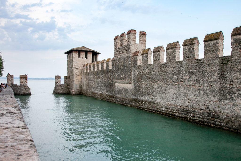 Ingresso via lago al castello scaligero