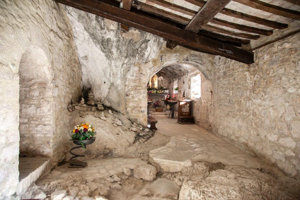 Interni dell Eremo di Santa Maria Infra Saxa - Scavata nella Roccia