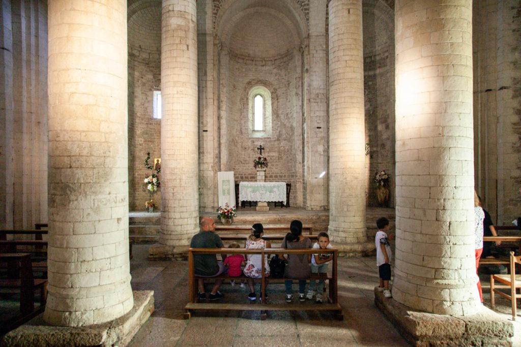 Interni della Abbazia di San Vittore delle Chiuse