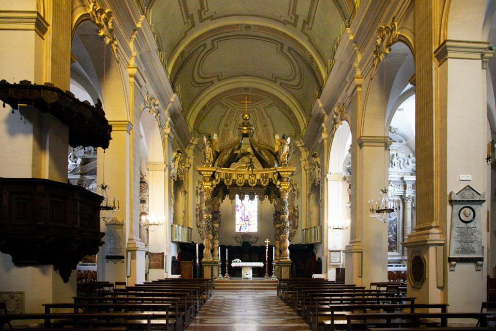 Interni della chiesa di San Lorenzo Martire