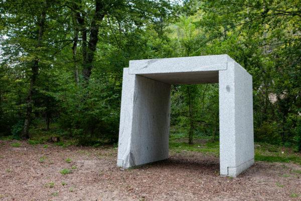 L'ultimo baluardo dell'architettura questo è ciò che resta di Eduardo Souto de Moura - Porta Verso il bosco di Villa Strobele