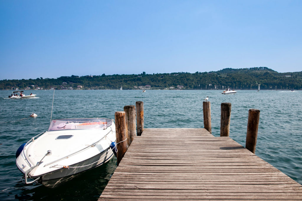 Lago di Garda - Pontile con Barca a Salò