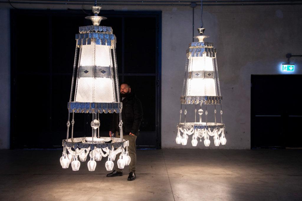 Lampadari in vetro di Murano di S=U=T=R=A in esposizione ad Hangar Bicocca