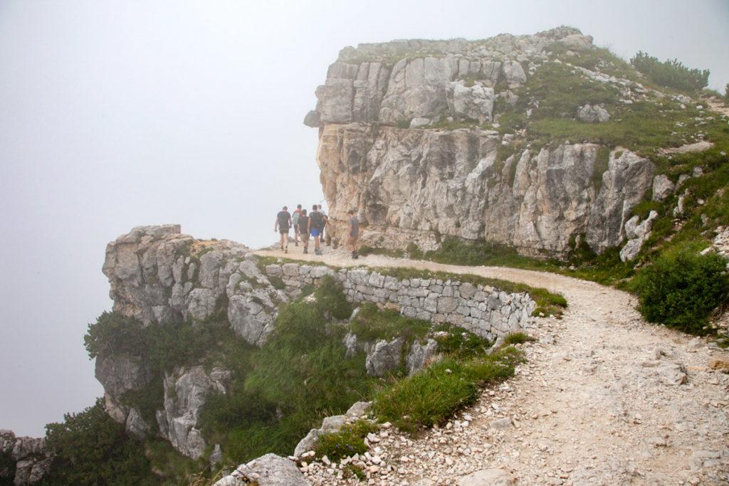Larghezza del sentiero di circa due metri e mezzo - Strada delle 52 gallerie - Percorso della prima guerra mondiale