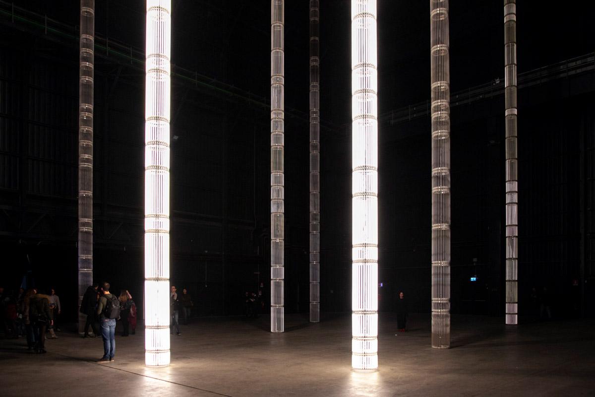 Le colonne luminose di Cerith Wyn Evans