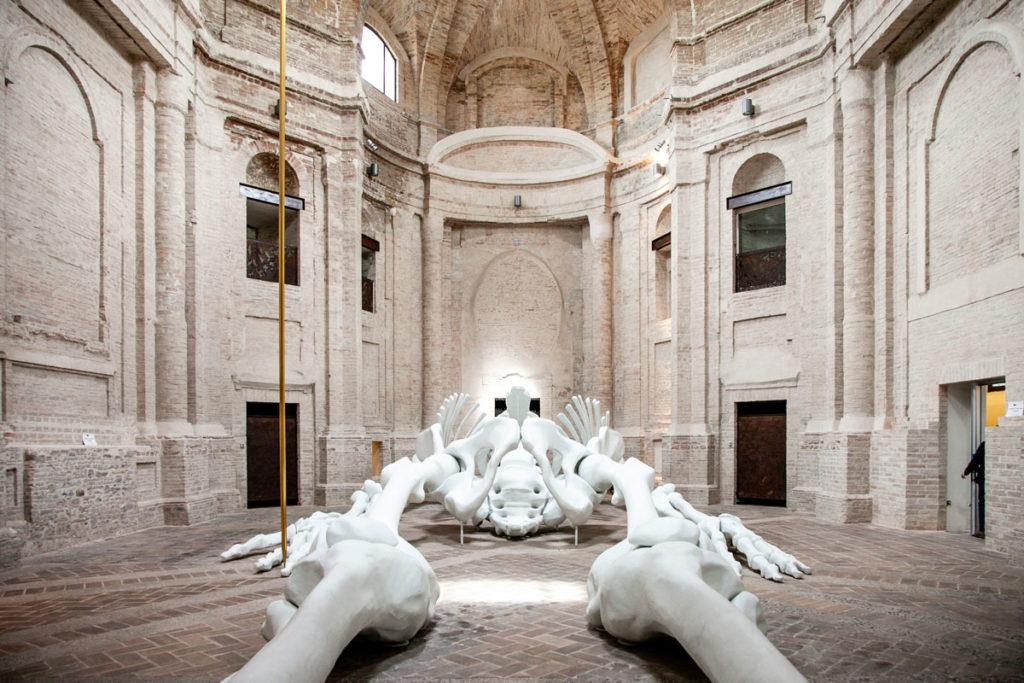 Lo scheletro di 24 metri di Gino de Dominicis