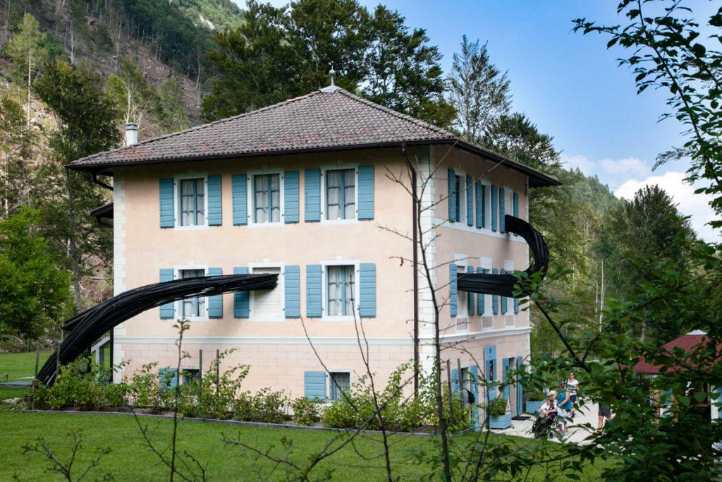 Lo spirito di Samarcanda di Rainer Gross - Elementi Dinamici che entrano ed escono da Villa Strobele
