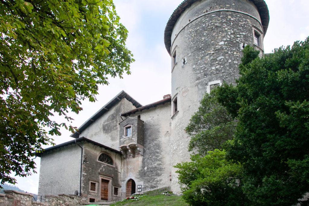 Mastio - Torre cilindrica del castello vicino a Trento