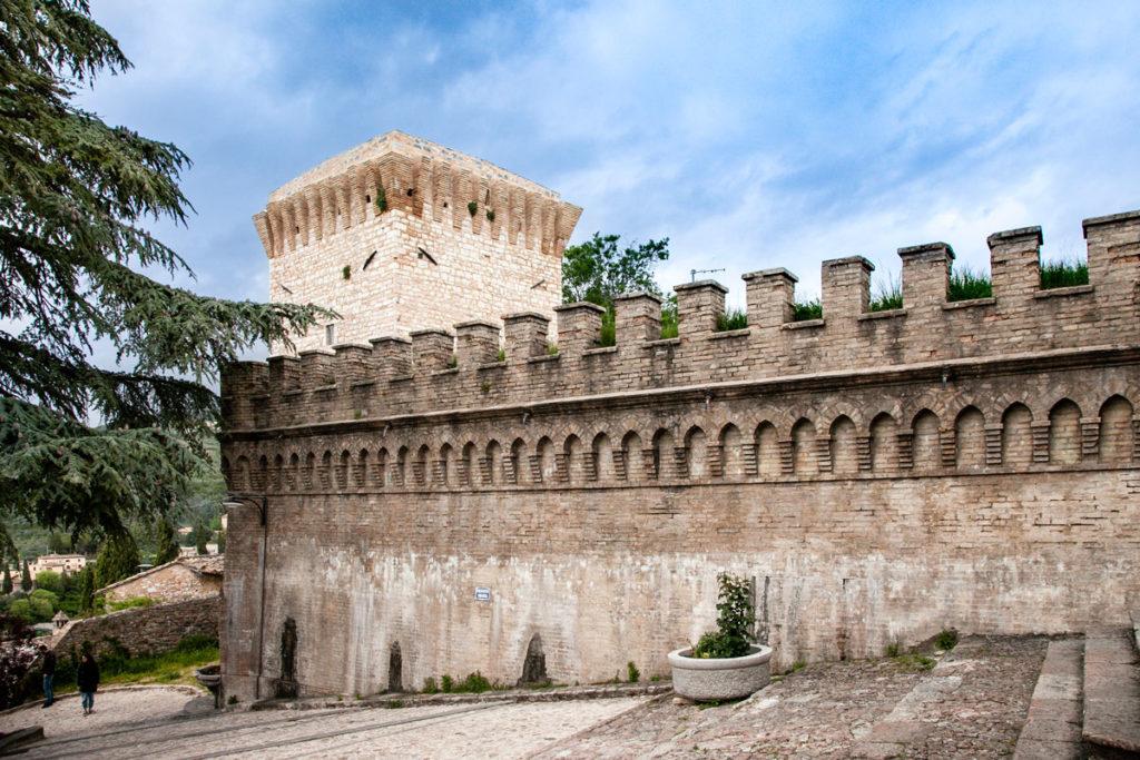 Mura Urbiche e Torre di San Severino a Spello