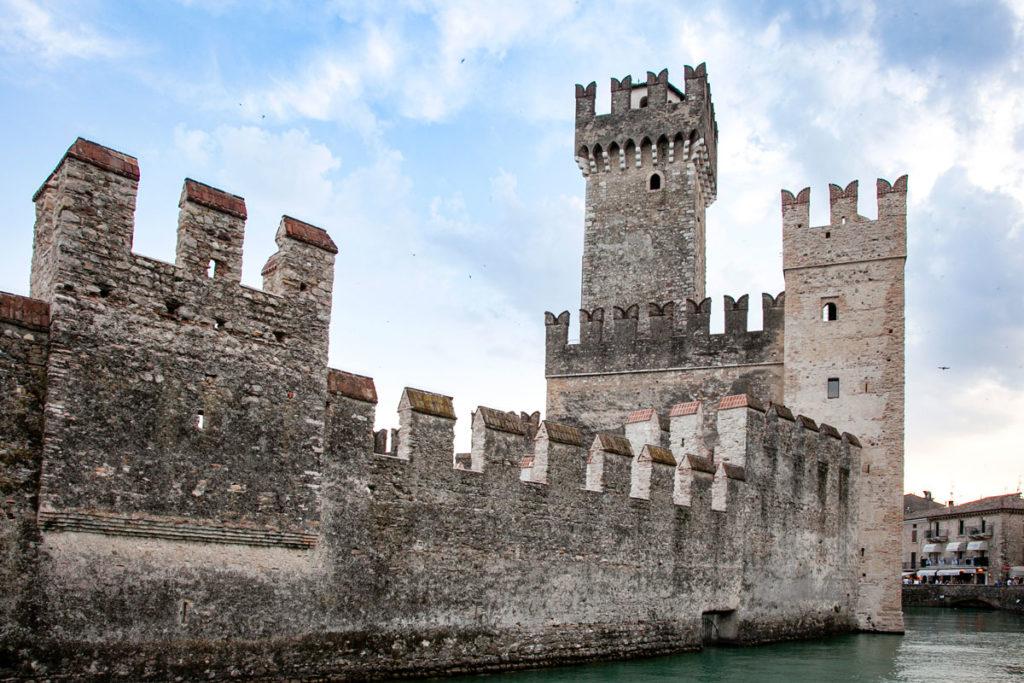 Mura della darsena del castello scaligero e Mastio