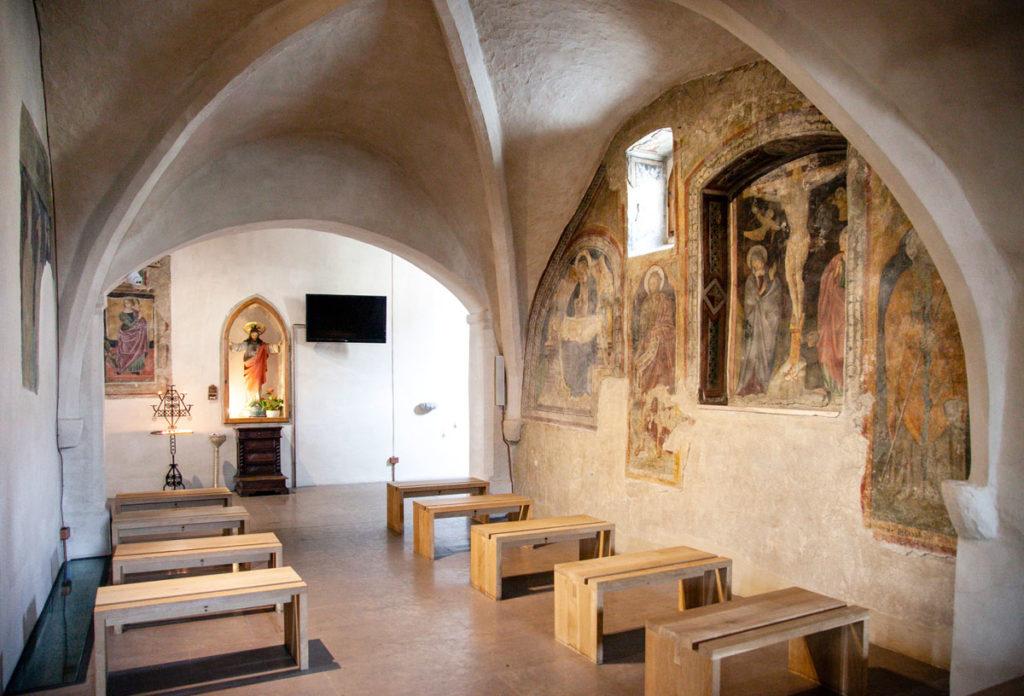 Navata Laterale della chiesa di Santa Maria Infraportis con Affreschi della Crocifissione - Foligno