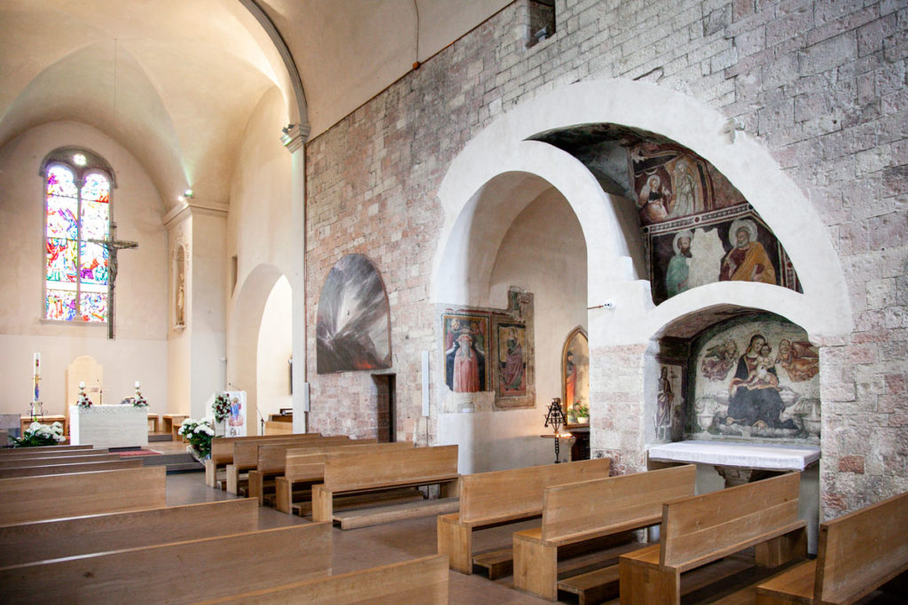 Navata centrale Basilica di Santa Maria Infraportis - Affreschi Antichi