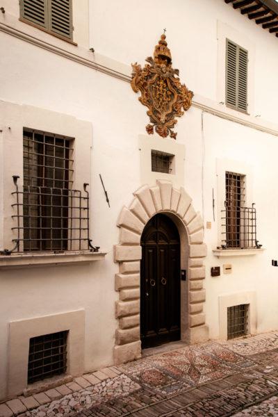 Palazzo Ciccaglia con zerbino in pavimentazione