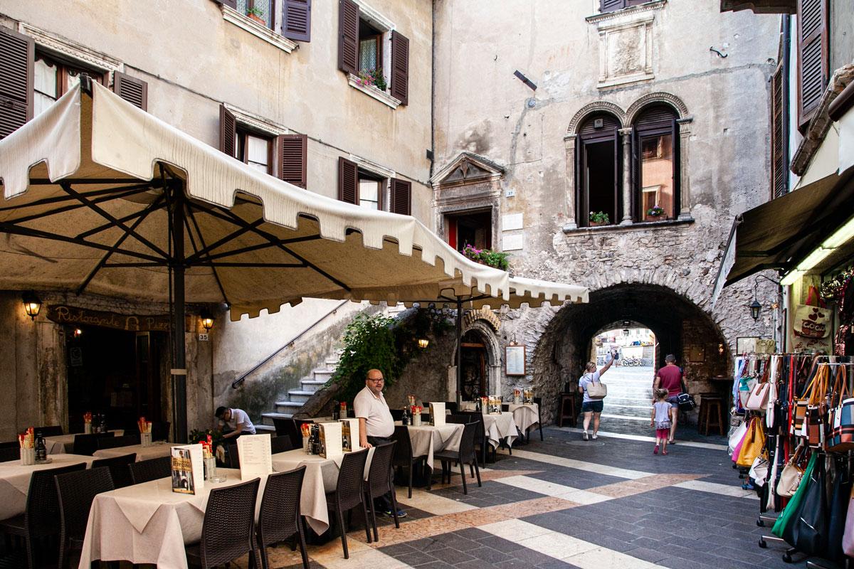 Palazzo Fregoso nel centro storico di Garda