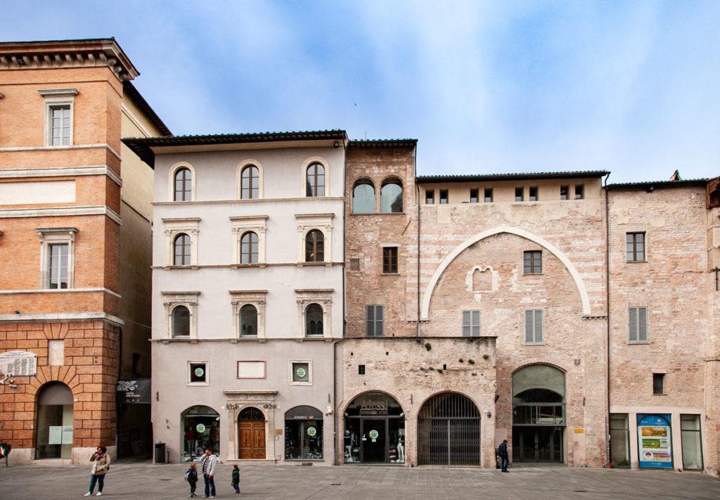 Palazzo Orfini e Palazzo del Podestà su piazza della Repubblica - Foligno