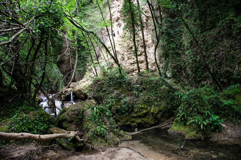 Passeggiata tra le cascate del fiume Menotre