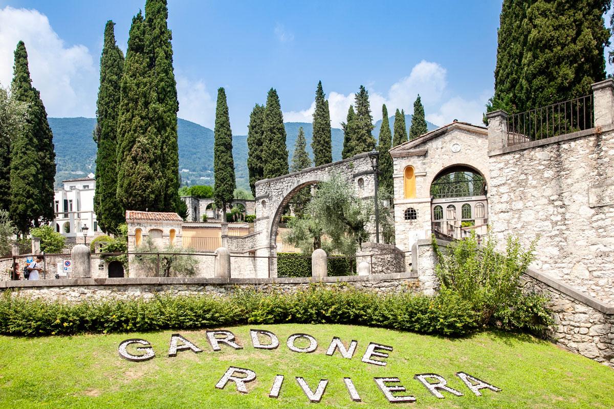 Piazza Caduti di Gardone e ingresso al Vittoriale degli Italiani