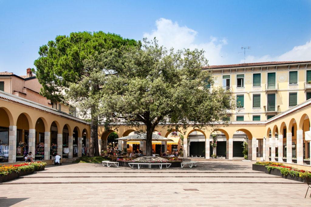 Piazza Guglielmo Marconi di Gardone Riviera