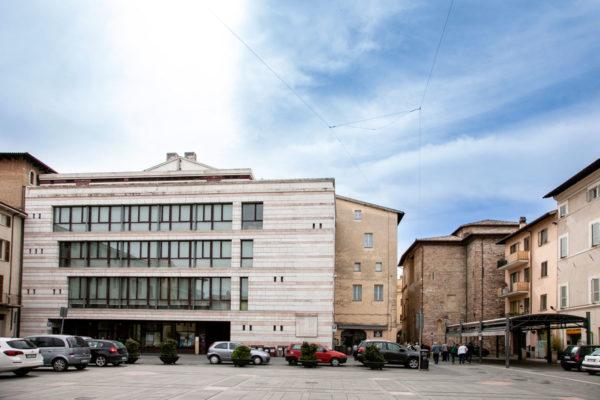 Piazza del Grano e Biblioteca Centrale di Foligno