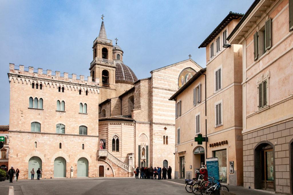Piazza della Repubblica e Scorcio sul Duomo di Foligno