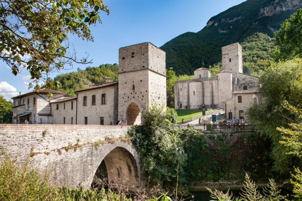 Ponte Romano di San Vittore e Abbazia di San Vittore delle Chiuse