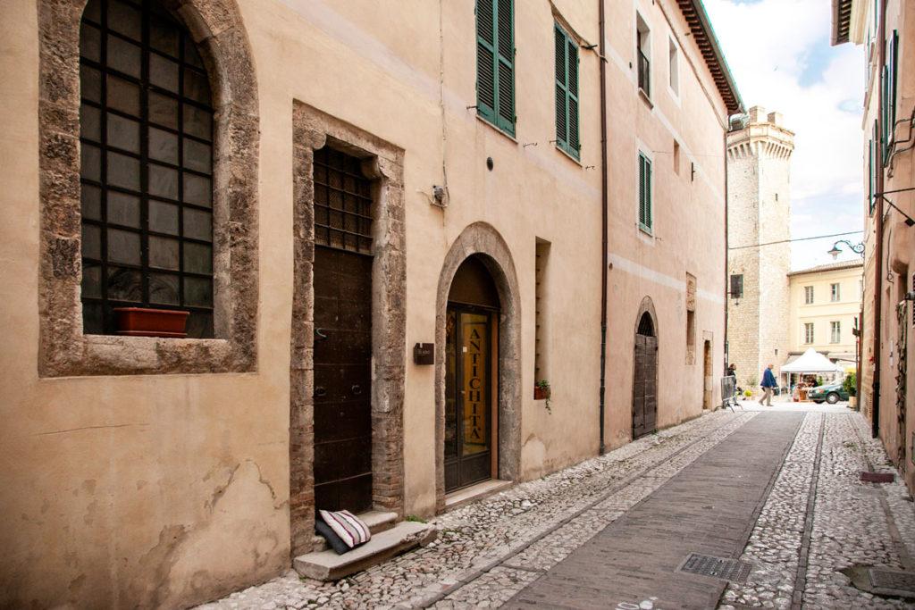 Porta del Morto di Trevi - Prospettiva verso piazza Mazzini
