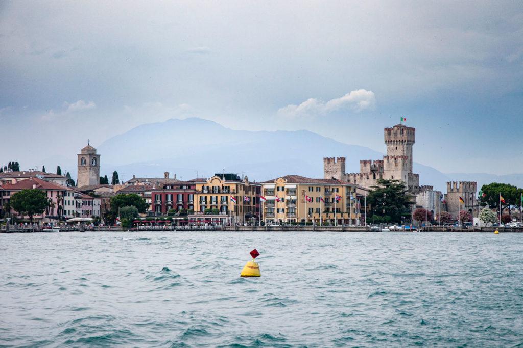 Sirmione visto dal lago di Garda