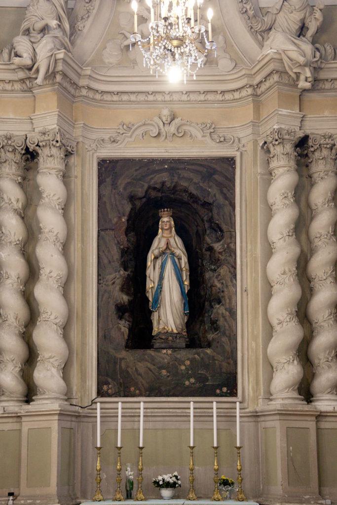 Statua della Madonna nella chiesa di sant'agostino