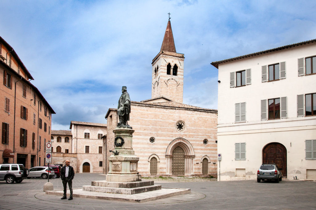 Statua di Garibaldi in Piazza Garibaldi - Foligno