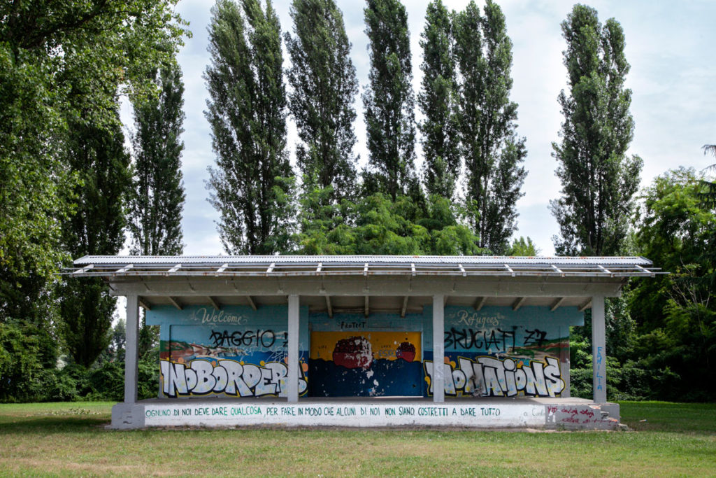 Struttura coperta con murales - Parco delle Cave