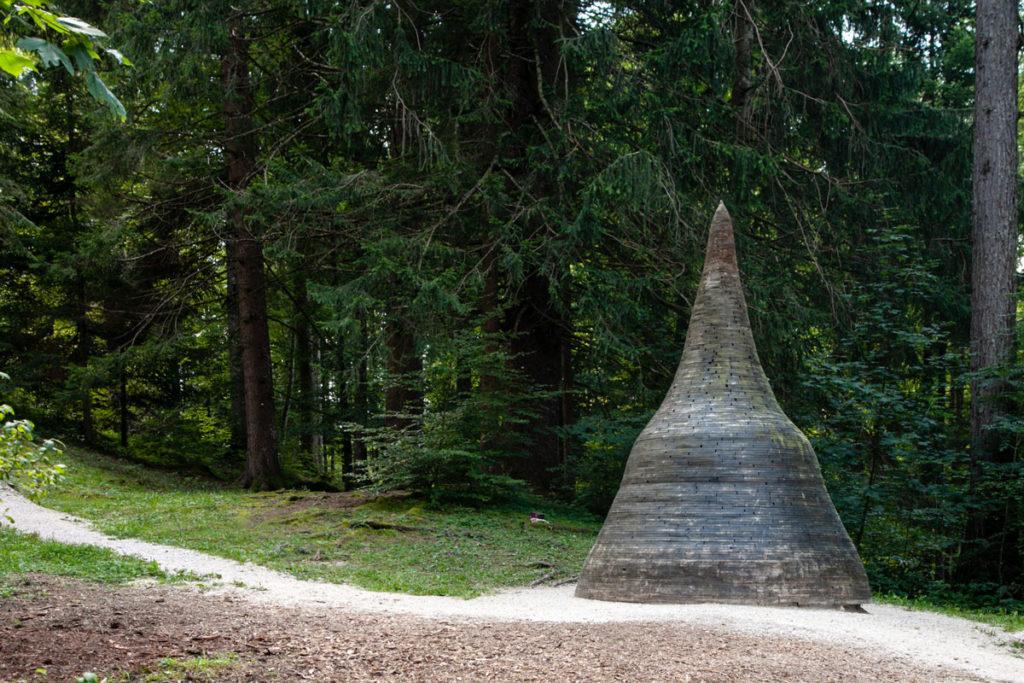 Stupa di Anton Schaller - La Figura Conica che porta Gioia ad Arte Sella