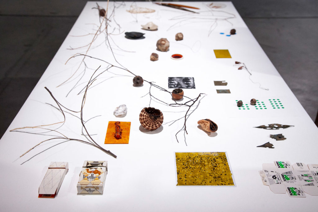 Table with Objects - Gli oggetti che ispirano Daniel Steegmann Mangrané