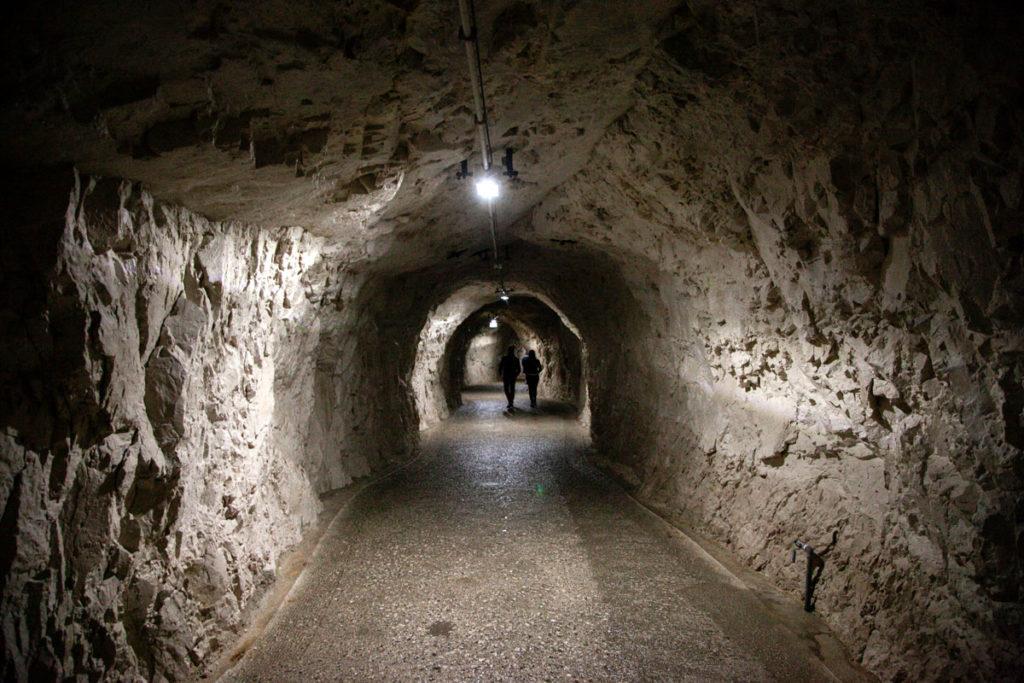 Tunnel d'ingresso alle grotte di Frasassi