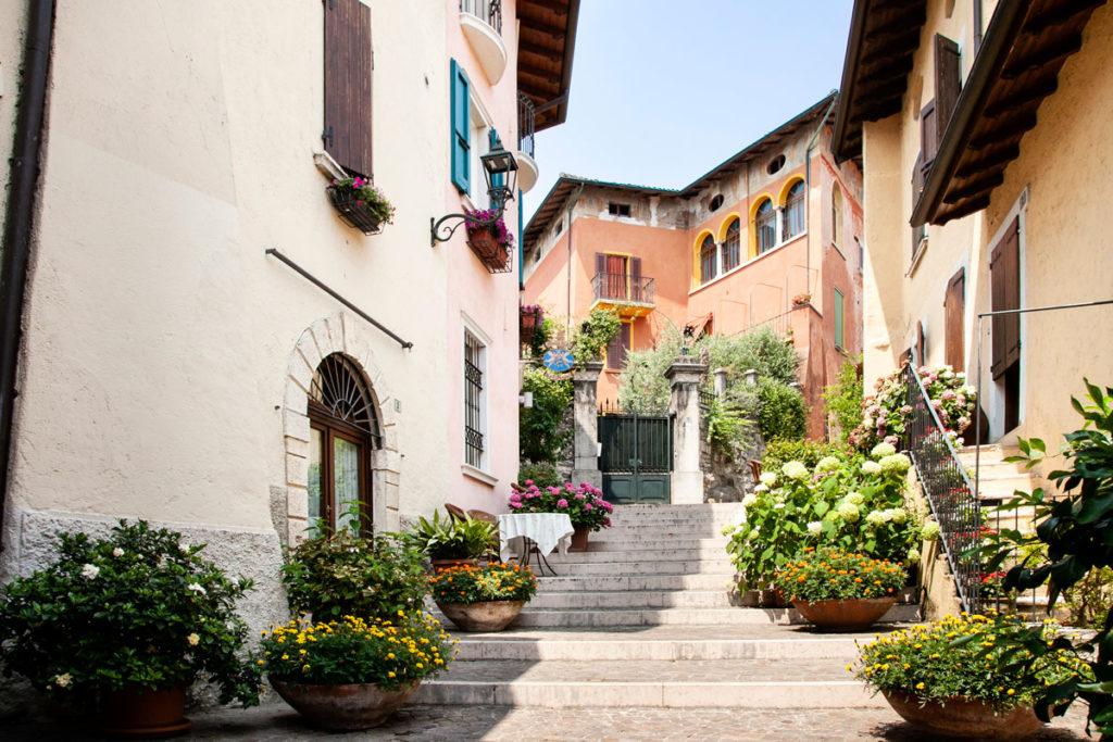 Vicoli del centro storico di Gardone Riviera