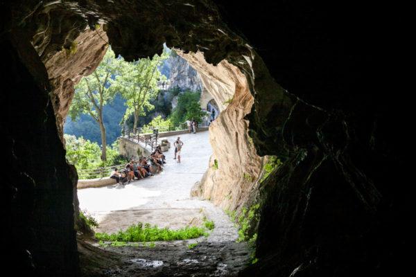 Vista panoramica da dentro alla grotta
