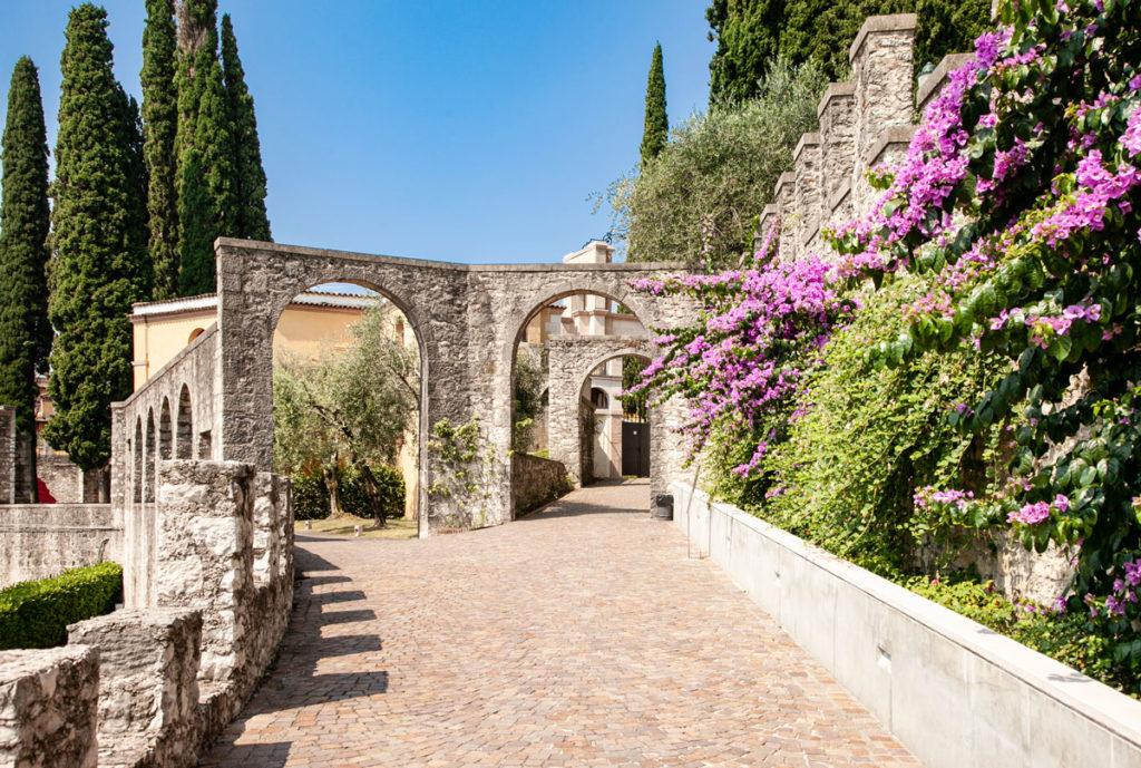 Vittoriale degli Italiani - Archi d'ingresso