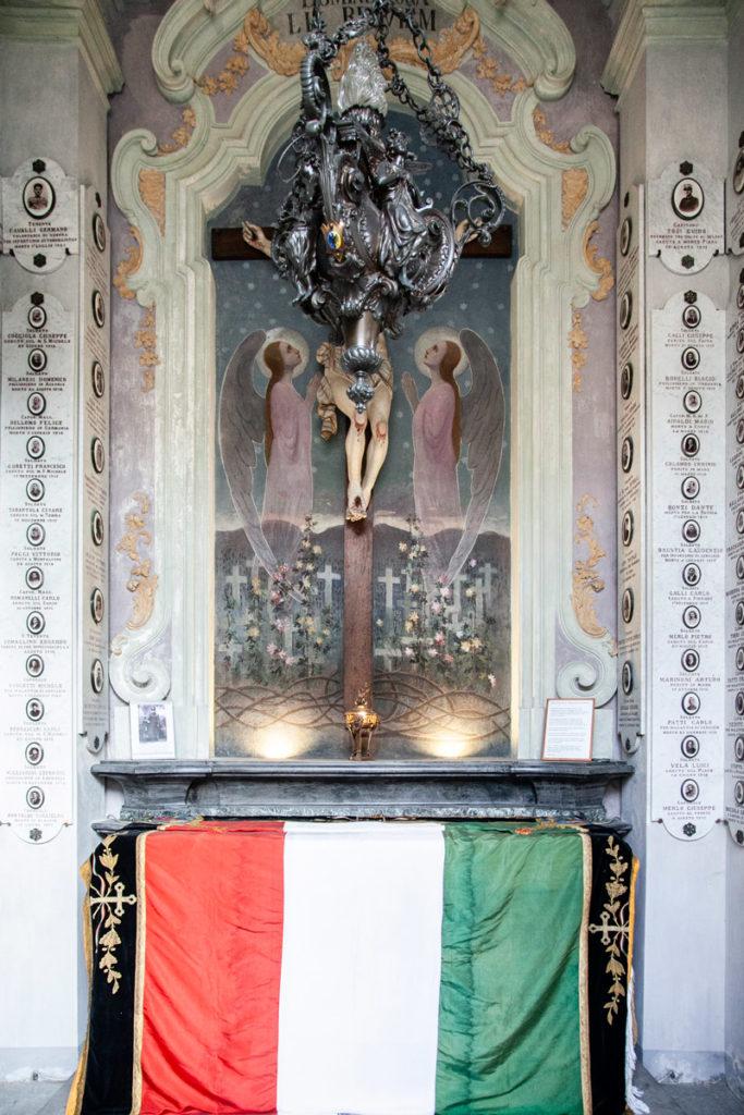 Altare del monumento ai caduti di Novara