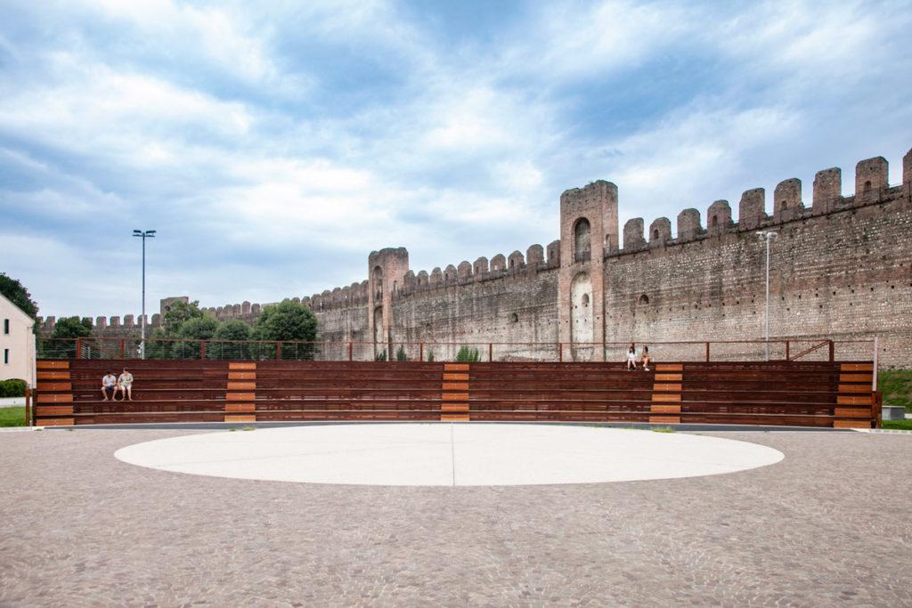Anfiteatro del campo della marta e mura cittadine