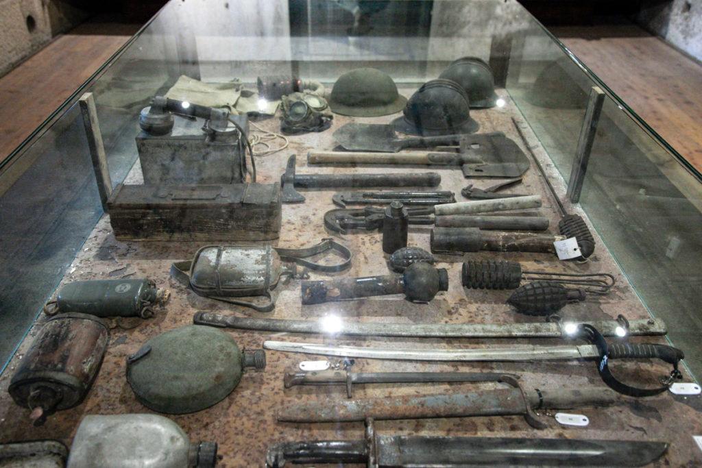 Armi della prima guerra mondiale dentro al Forte Belvedere Gschwent