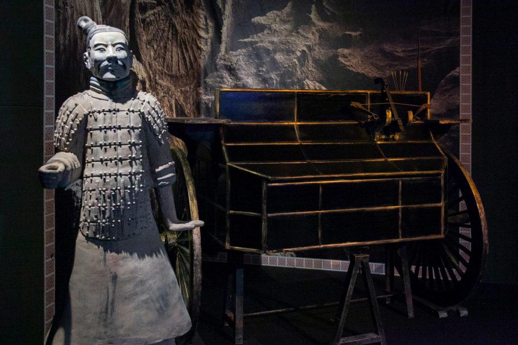 Carri e statue ritrovate nelle fosse dell'Esercito di Terracotta Cinese