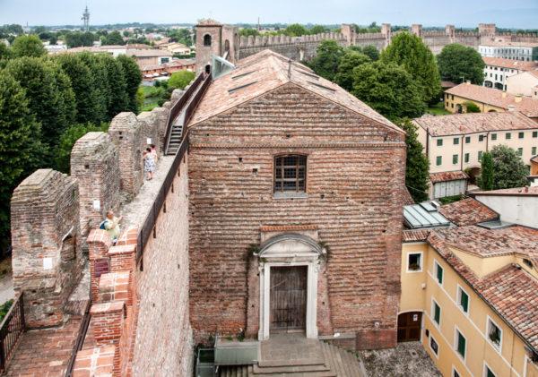 Chiesa del Torresino vista dal camminamento sulle mura