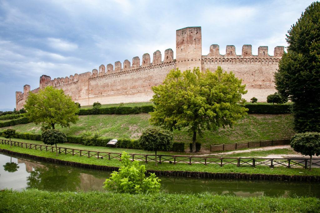 Cittadella Mura Medievali che Avvolgono la Città
